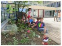 Die kleinen fleißigen Gärtner der Mittagsbetreuung