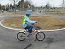 Eine kleine Radfahrerin