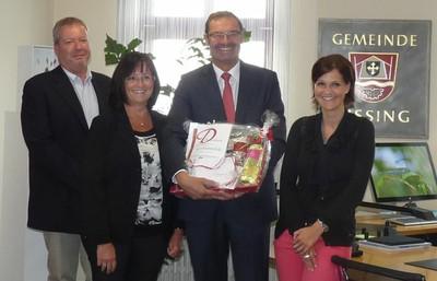Gefeiert wurde unter Anwesenheit des Geschäftsleiters Hubert Geiger, der 2. Bürgmeisterin Silvia Rinderhagen und der Personalratsvorsitzenden Michaela Fischer (von links nach rechts)