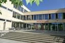 Der Eingangsbereich der Mittelschule Kissing; Foto: Gemeinde Kissing